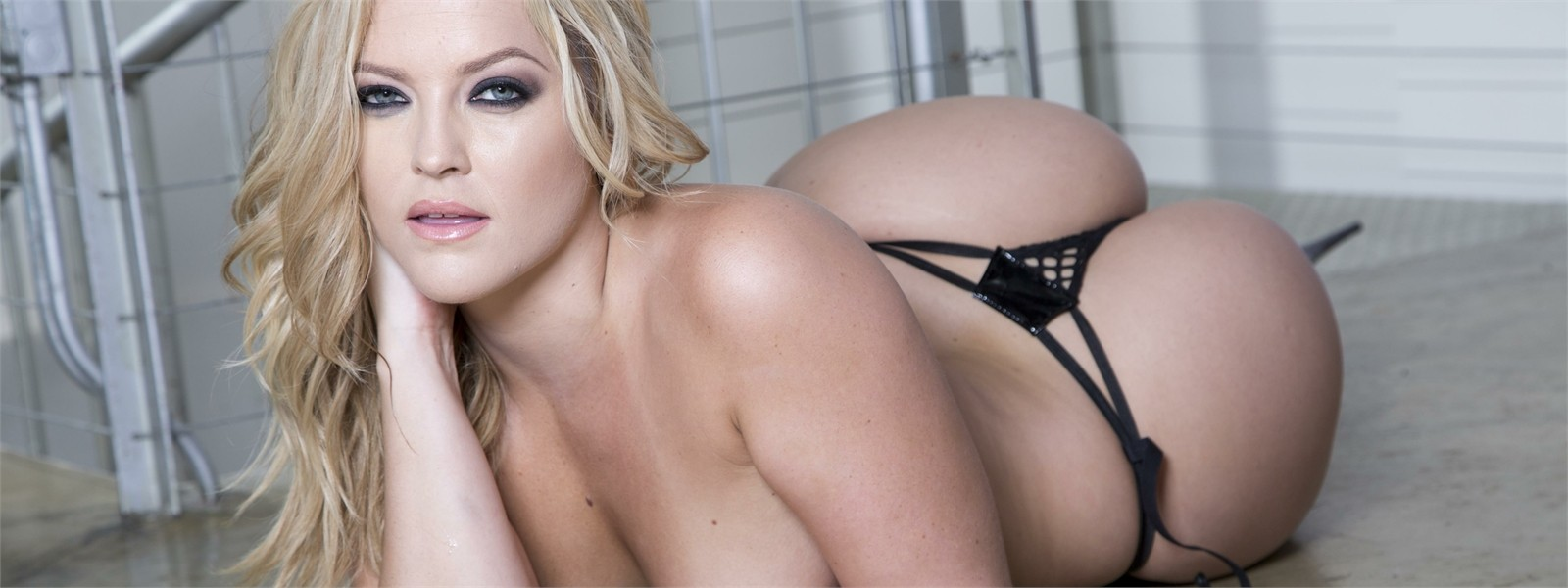 Watch porn scenes from Alexis Texas.