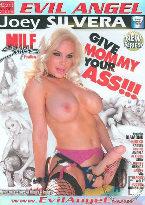 MILF Strap: Give Mommy Your Ass!!!