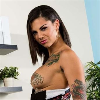 Tattooed Pornstar Bonnie Rotten.